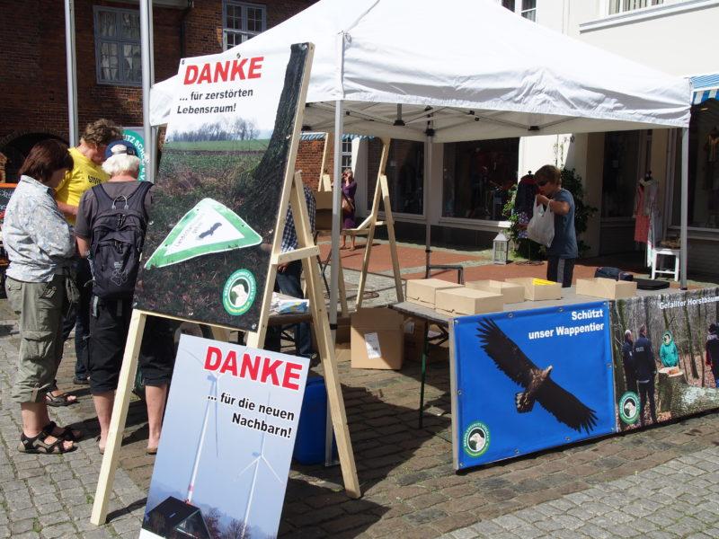 Infostand auf Demonstration in Eckernförde