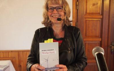 """""""Windige Hunde"""" – Lesung der Autorin Dr. Antonia Fehrenbach in Lehmsiek – Seeadlerschutz mit Infostand"""