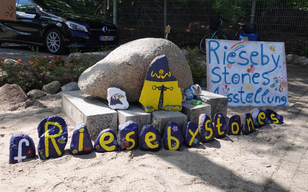 """Aktivistinnen von """"RiesebyStones"""" überraschen Seeadlerverein mit rührendem Geschenk"""